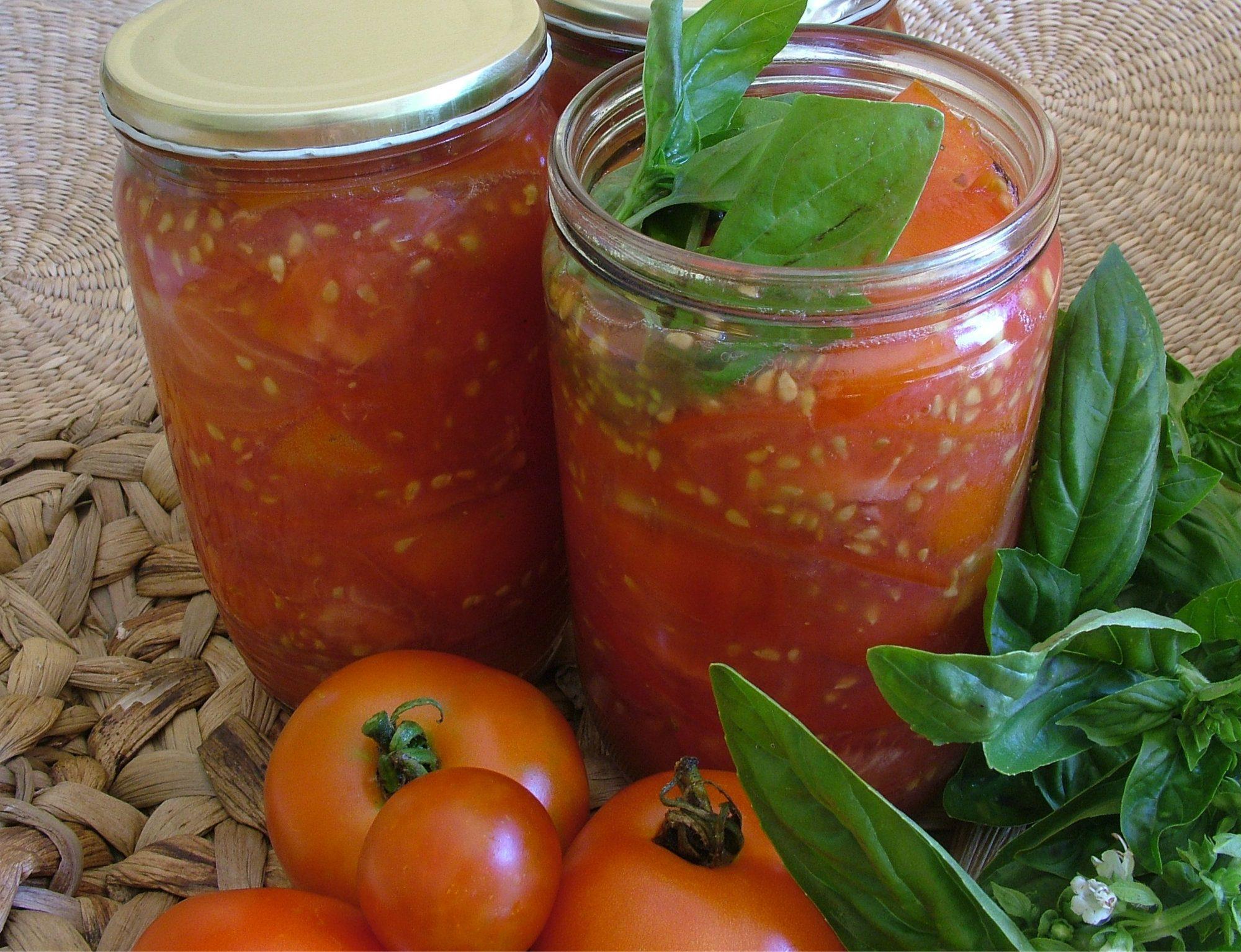 Krájane sterilizované paradajky s bazalkou