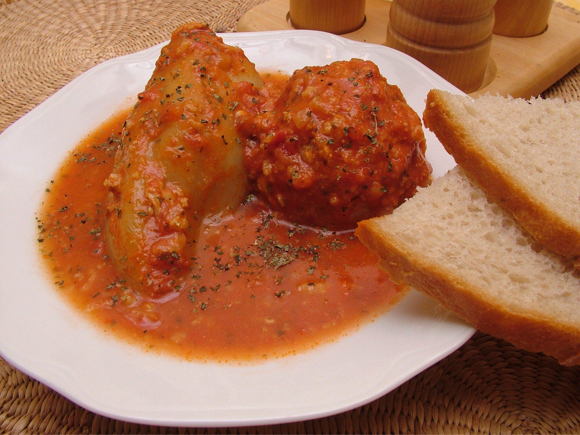 Plnená paprika v paradajkovej omáčke