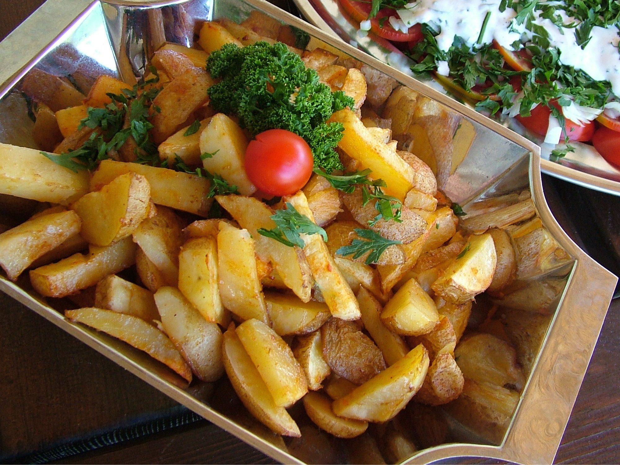 Chrumkavé pečené zemiaky ako osvedčená príloha