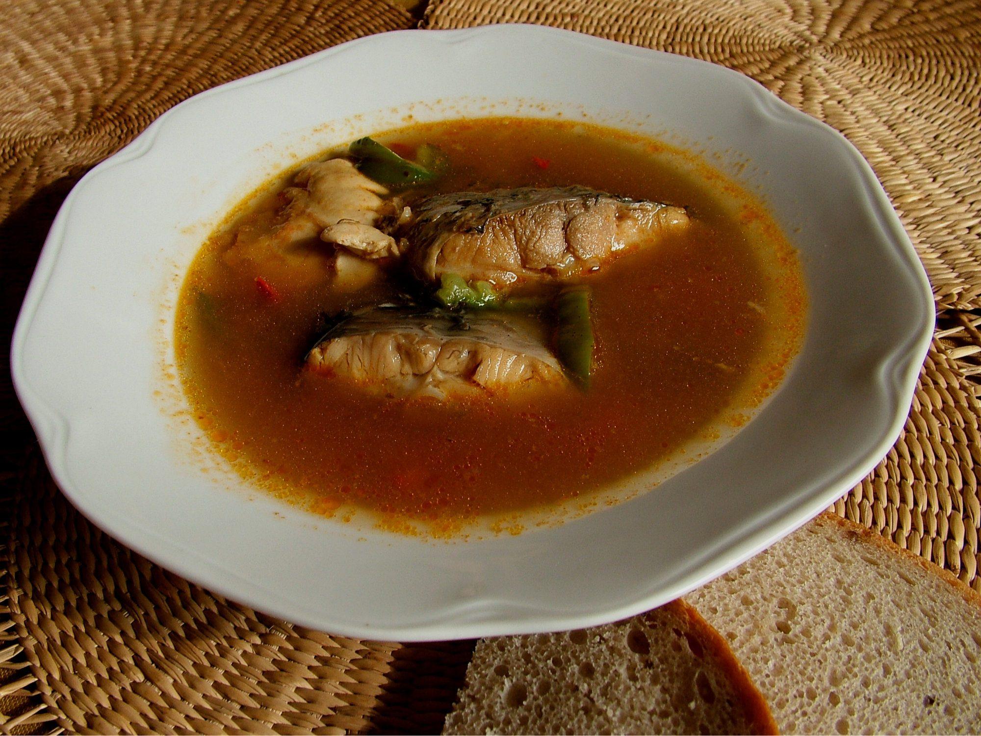 Halászlé - tradičná maďarská rybacia polievka