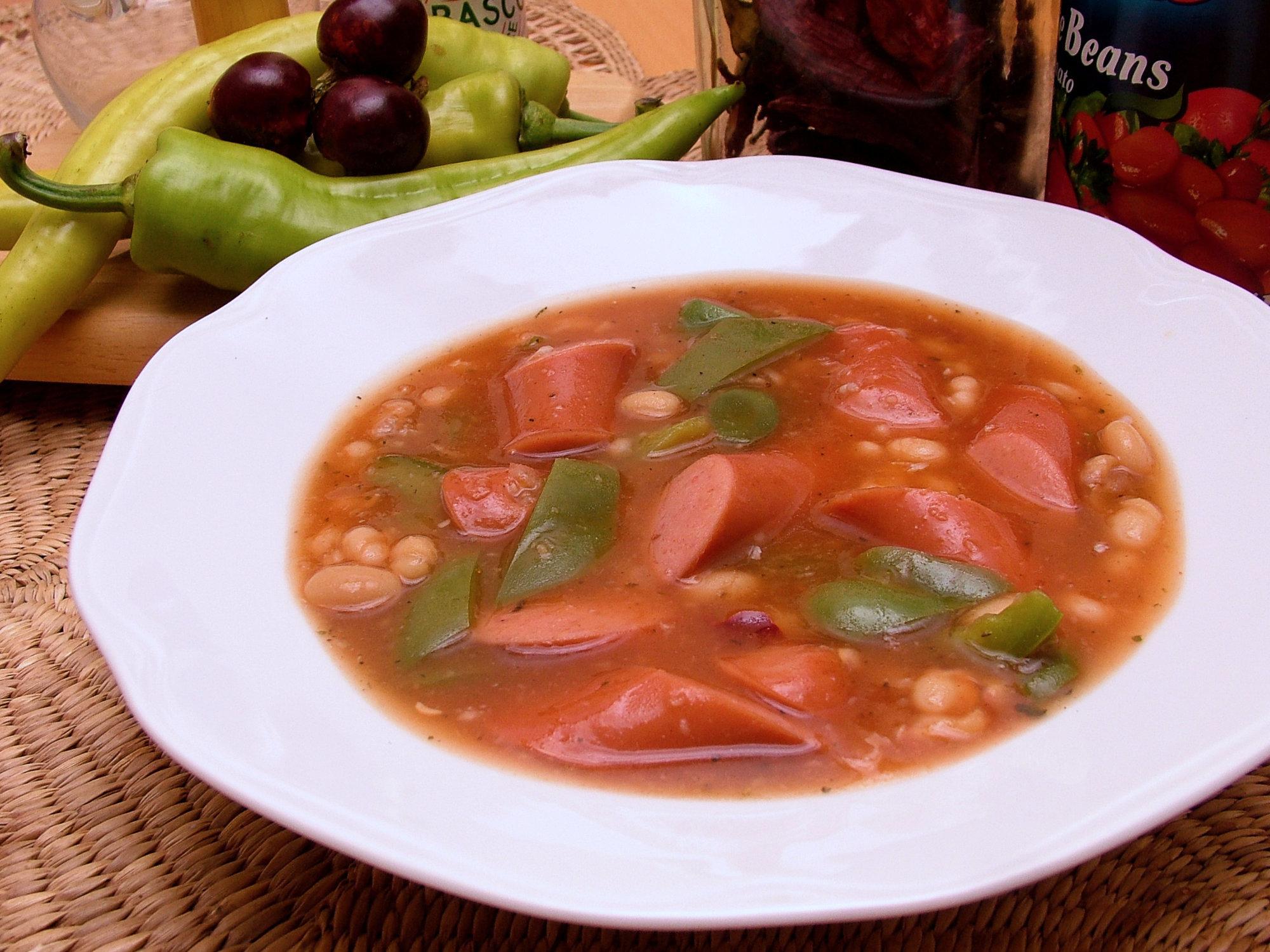 Párok s fazuľou v paradajkovej omáčke