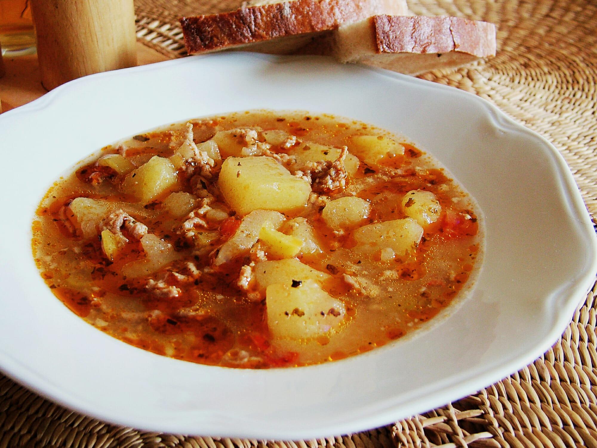 Rýchla gulášová polievka z mletého mäsa