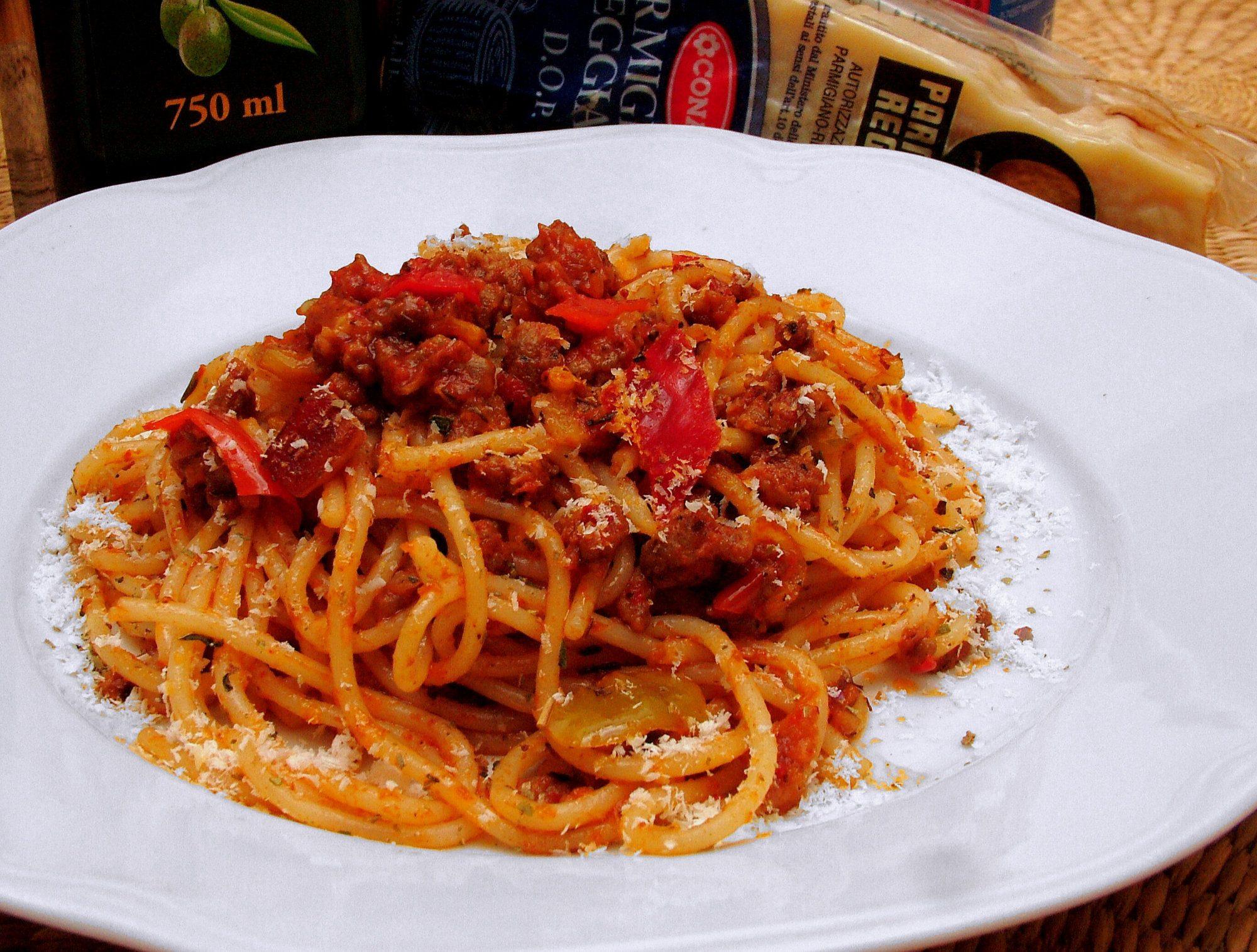 Špagety s mletým mäsom a parmezánom