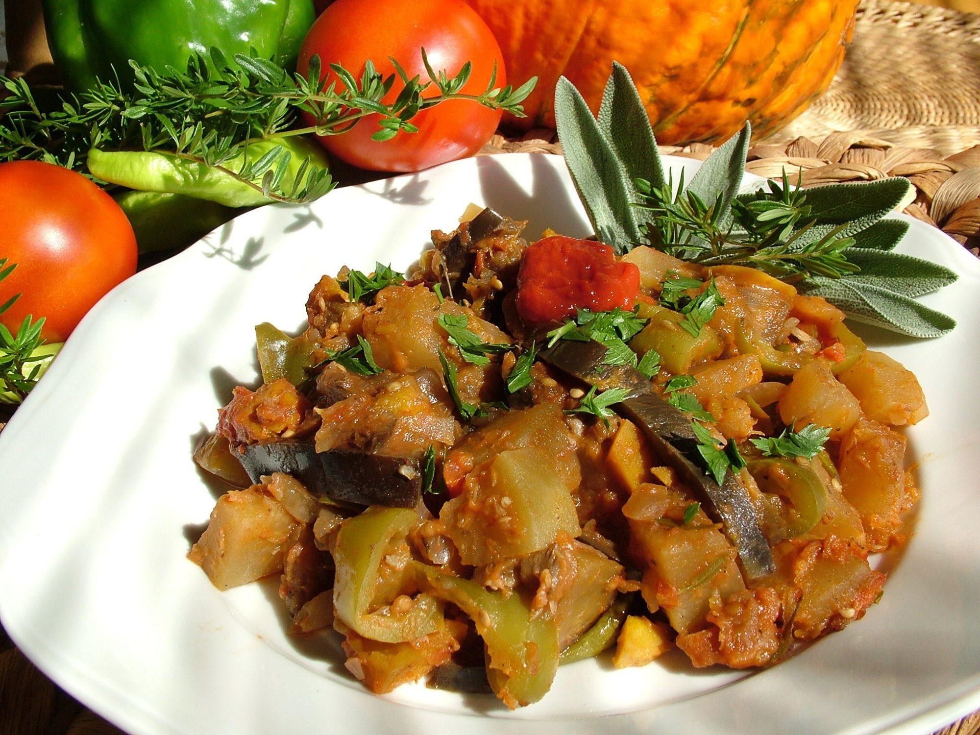 Ratatouille - letná zelenina na víne s bylinkami