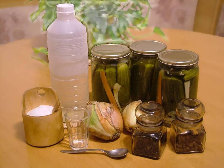 Sterilizované uhorky v sladkokyslom náleve